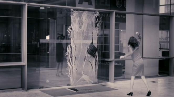 """""""Glass Ceiling"""" de Teresa Serrano."""